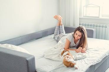 5 beneficios de tener un sofá cama en casa